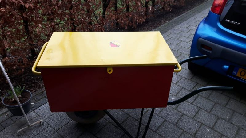 SVZ gereedschapsset: Kruiwagen in SVZ kleuren + schroevendoppenset + haakse slijper + Makita kabelloze luidspreker